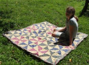 Kelli showing her beautiful pinwheel quilt.