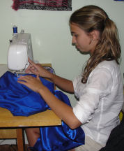 studentsewing1