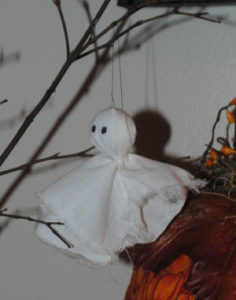 A Halloween ghost tree centerpiece craft that is handmade and easy to sew