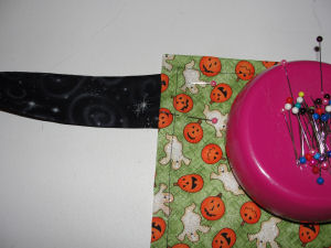 A free tutorial outline on how to make a Halloween apron that is handmade and easy to sew