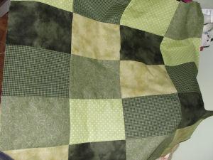 An easy to sew handmade Halloween quilt tutorial