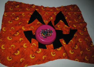 A handmade and easy to sew quilted pumpkin Halloween craft